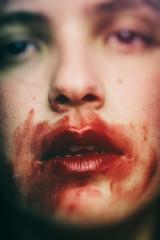 Рот с кровью
